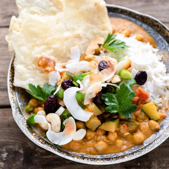 Curry mit Kichererbsen und Zucchini